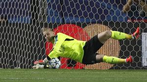 Kasper Schmeichel räddade en straff i Sevilla.