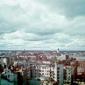 Takaisinvallattua Viipuria, sodassa vaurioitunutta kaupungin keskustaa.