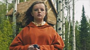 Närbild på Charlie (Milly Shapiro).