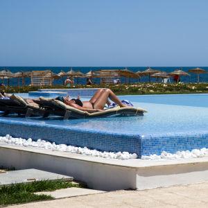 Poolen vid hotellet i Sousse som utsattes för ett terroristangrepp 2015.