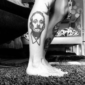 Tatuering som föreställer en amerikansk skådespelare.