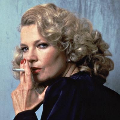 Gena Rowlands poseeraa savuke huulilla elokuvaroolissa Gloria.