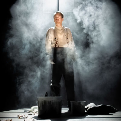Markus Riuttu som Vanja på Åbo Svenska Teater.