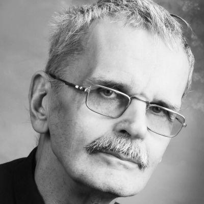 Gösta Ågren i svartvitt.
