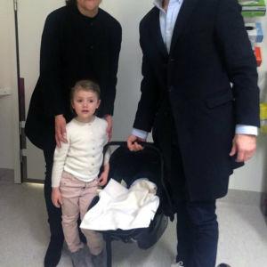 Första bilden på Sveriges nya prins.