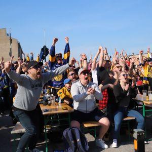 Lukkos fans följer med FM-ligafinalen.