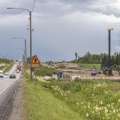 Uutta Moottoritietä rakennetaan Puuppolan kohdalla.