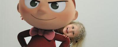 Flicka vid premiären av serien Mumindalen.