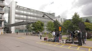 Bollywoodfilmen Shamitabh spelades in i Helsingfors somamren 2014. Här inspelningsteamet utanför Mejlans sjukhus.