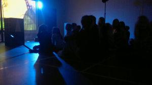 Kul på svenska-föreställning för elever i Ihalan koulu i Reso