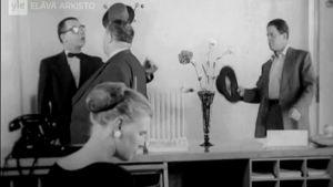 Valistusfilmi kunnallispolitiikasta: näkymä pankista (1956).