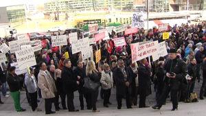 Demonstration mot alkohollagstiftningen i Helsingfors den 4 april 2014.