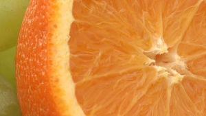 Appelsiini, mutta ei siemeniä.