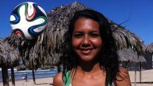 Fotbolls VM 2014, Maria, BOLLEN ÄR HOS BRASILIANERNA