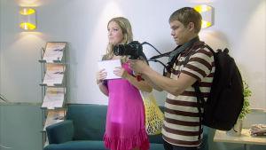 Tomi Karhu ja Krista Kortelainen kuvaavat.