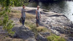 Elina ja Lauri saaressa.