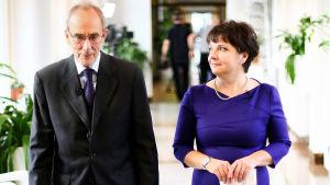 Kuvassa arkkiatri Risto Pelkonen ja Karin Mariola.