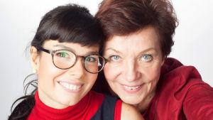 Lupa välittää -ohjelman juontajat Alexandra Kral-Leszczynski ja Helena Itkonen.