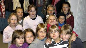 Flickorna i Djurgänget heter: Line, Kajsa, Vera, Ida, Laura, Carolina och Linnea. Flickorna i Glittergänget heter: Cindy, Dora, Sofia, Isa och Klara.