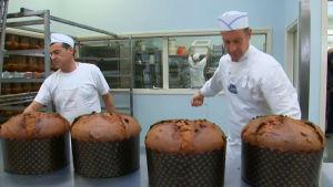 Fångarna bagar tårta i fängelset Padua i Italien.