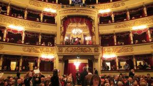Milanon La Scala -oopperatalon sali.