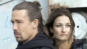 Koukussa-sarjan Oskari (Tommi Eronen) ja Krista (Matleena Kuusniemi).