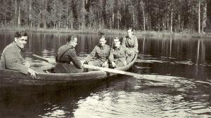 Tosi tarina: Juoksuhaudan seurakunta, yle tv1