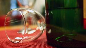Tyhjä viinilasi