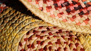 Letitetystä kuteesta ompelemalla tehty matto