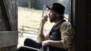 "Hatfields & McCoys-sarjan ""Devil"" Anse Hatfield (Kevin Costner)"