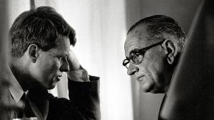 Senaattori Robert Kennedy ja presidentti Lyndon B. Johnson