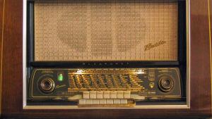 Rörradio av märket Blaupunkt från 1954.