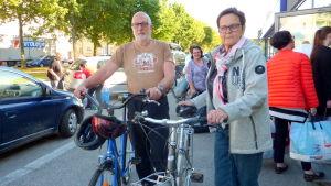 Håkan och Birgitta Wikström kom för att donera cyklar.