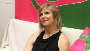Taina Riikonen haastateltavana