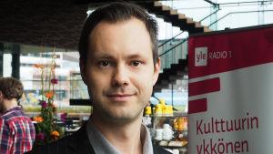 Säveltäjä Lauri Mäntysaari.