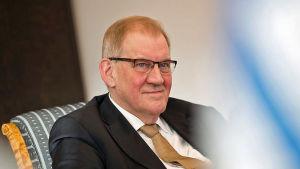Riksdagens generalsekreterare och Skyddspolisens förra chef Seppo Tiitinen.