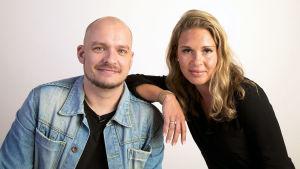 Totuuden treffit-sarjan pari Kari ja Johanna.