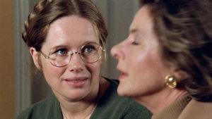 Liv Ullman som Eva och Ingrid Bergman som Charlotte i filmen Höstsonaten.