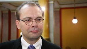 Försvarsminister Jussi Niinistö (Sannf)