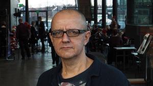 Säveltäjä Juhani Nuorvala.