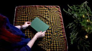 Vihreä kirja liinalla