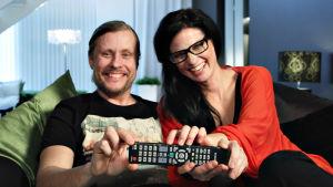 Sohvaperunat-sarjan toinen tuotantokausi, oululaiset Jani ja Linda