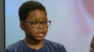 Valtteri Saarinen, 11 år, berättade i Yles morgon-tv den 22 mars 2016 om rasismen han möter i sin vardag.