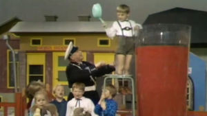 Georg Malmsten med barn i Vi på lilla torget, 1968