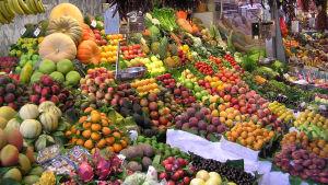 Frukter och grönsaker på La Boqueria i Barcelona.