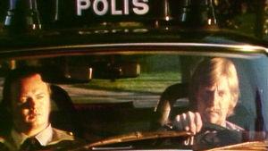 Poliisipartio autossaan Helsingissä kesällä 1975
