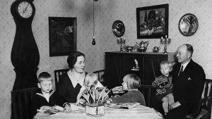 Toivo Haapasen perhe 1920-luvulla