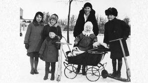 Tuomas Haapanen ja muita lapsia 1920-luvulla