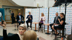 Samlingspartiets Alexander Stubb, Elina Lepomäki och Petteri Orpo i Seinäjoki den 17 maj 2016.