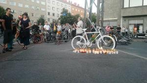 minnesstund för påkörd cyklist
